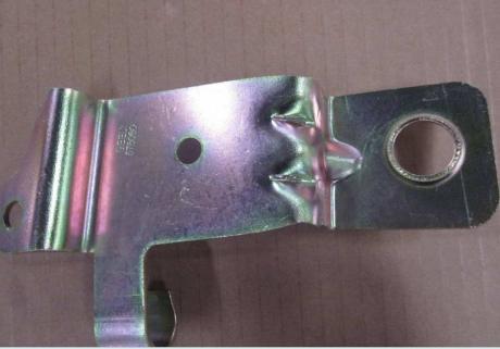Кронштейн масляного радиатора R (металл) Geely EC-8 1016005168