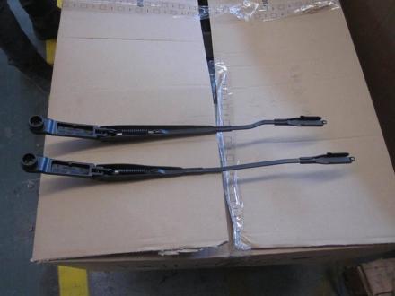Рычаг стеклоочистителя правый (оригинал) EC7 1067001026